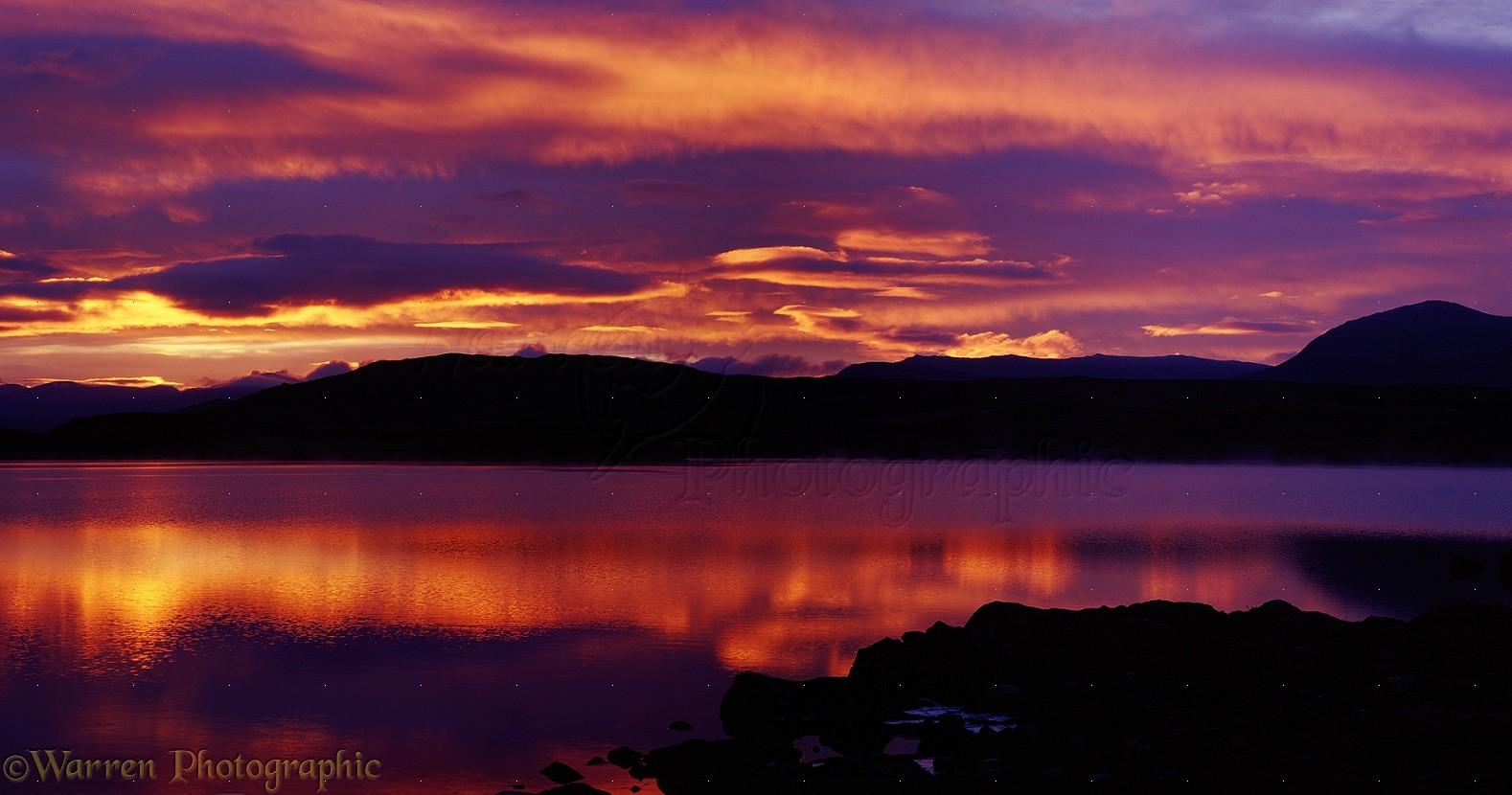 06584-Sunset-over-lake-in-Scotland.jpg